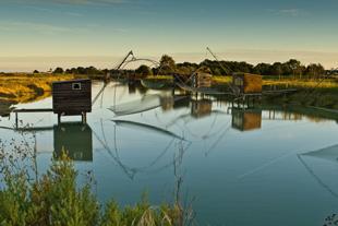 Cabanes de pêcheur au coucher de soleil
